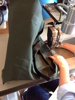 本体と持ち手縫製加工 2