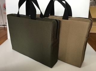 2色のクッションカバーバッグ