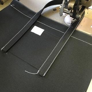 20番手の太く白い糸が特徴
